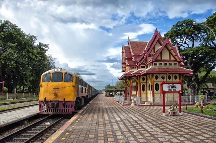 Viaggiando sul Treno Bangkok-Hua Hin