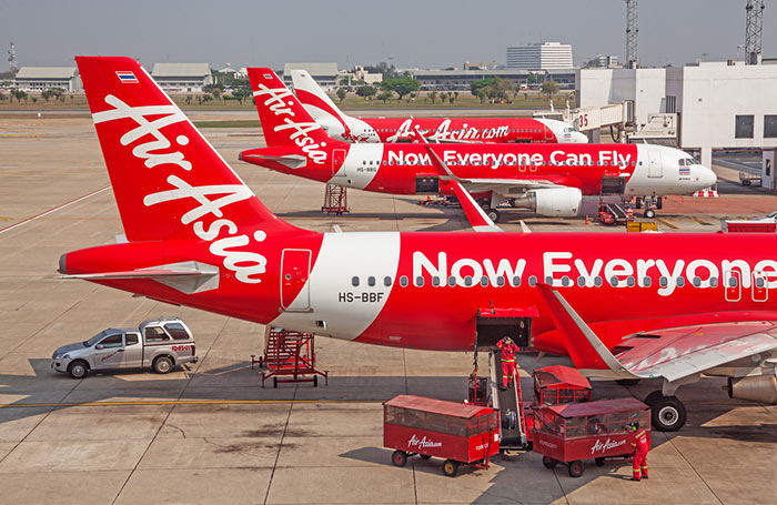 Aereo dell'Air Asia all'aeroporto Don Muang di Bangkok