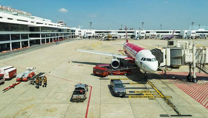 L'Aereo Air Asia Fermo all'Aeroporto Don Muang, Bangkok