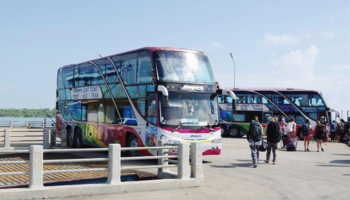 Trasferimento in autobus dalla stazione ferroviaria a Surat Thani