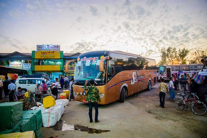 Da Yangon a Bagan in Autobus