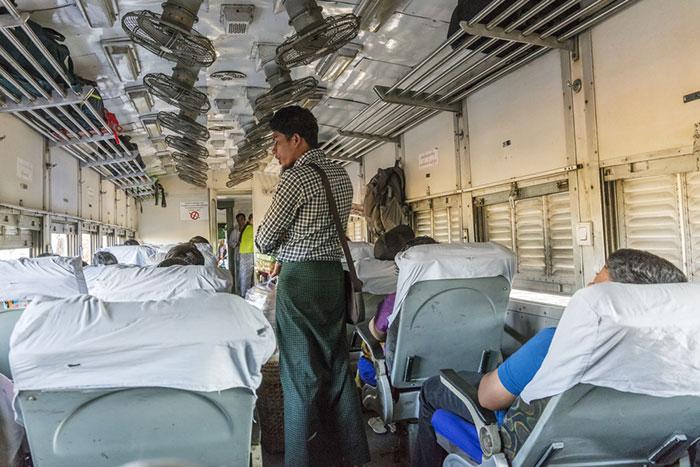 Il Treno per Andare da Mandalay a Bagan