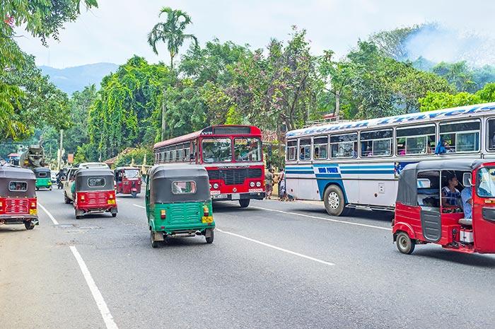 In Auto o in Taxi da Colombo a Kandy
