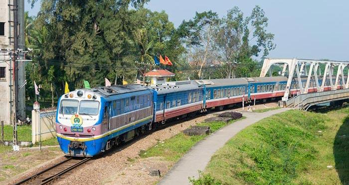 Treni da Ninh Binh a Hue