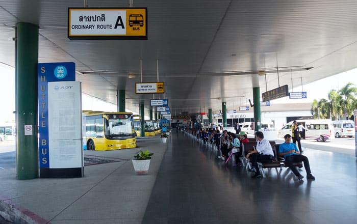 Autobus o Pulmino Pubblico dall'Aeroporto Suvarnabhumi a Bangkok