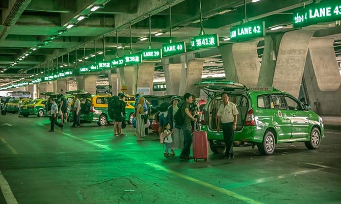 Dall'Aeroporto Suvarnabhumi a Bangkok in Taxi