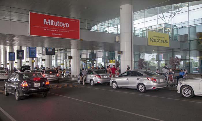 Dall'Aeroporto di Hanoi alla Città con il Servizio di Trasferimento Aeroporto-Hotel