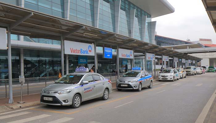Dall'Aeroporto di Hanoi Airport alla Città in Taxi
